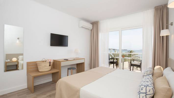 Twin/double room with sea views cabot romantic puerto pollença
